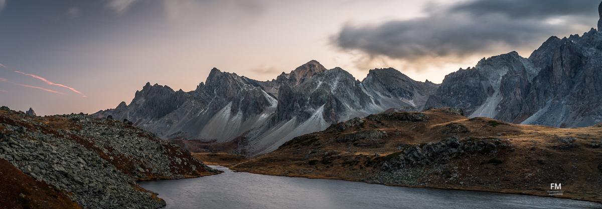 Panorama sur le lac long de la vallée de la Clarée