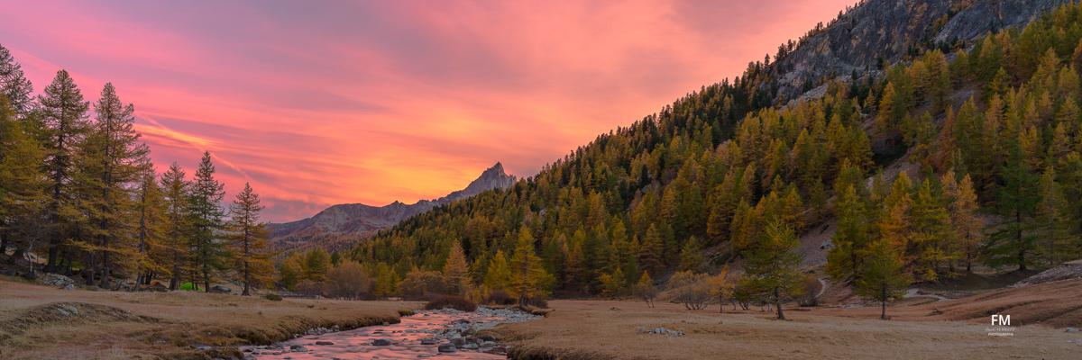 Panorama d'un sunset sur la vallée de la Clarée